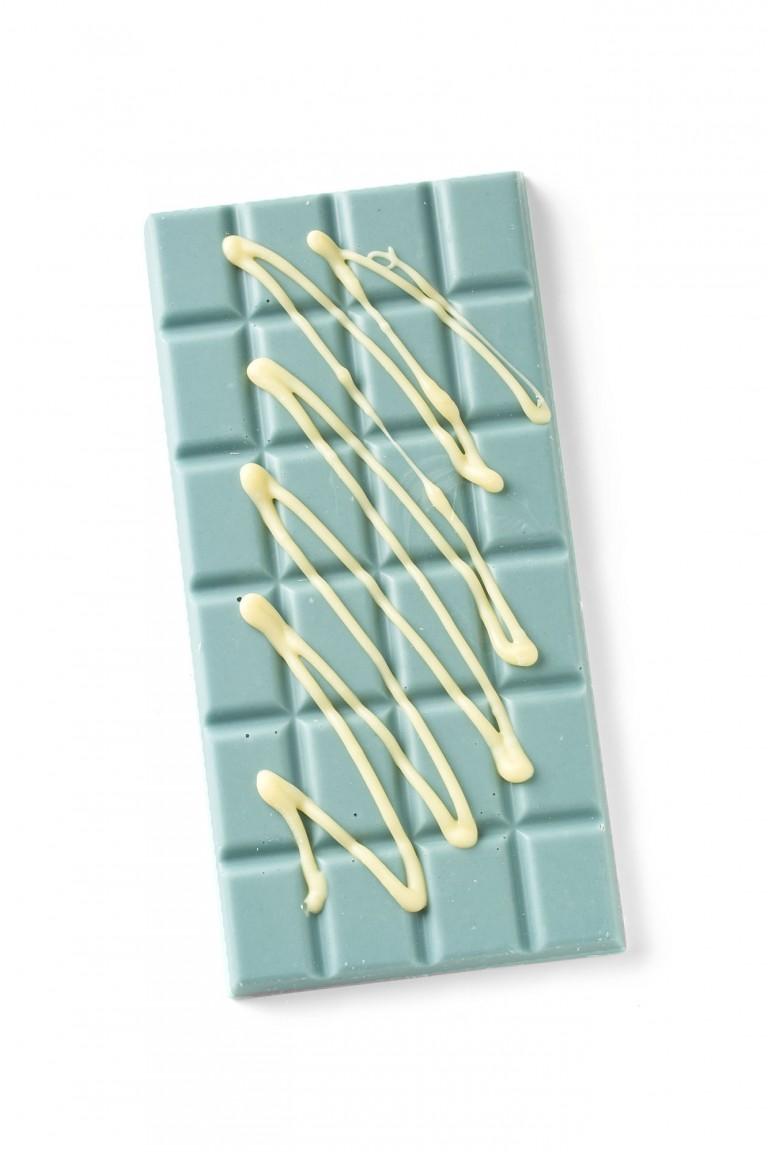 Bubblegum flavoured chocolate bar