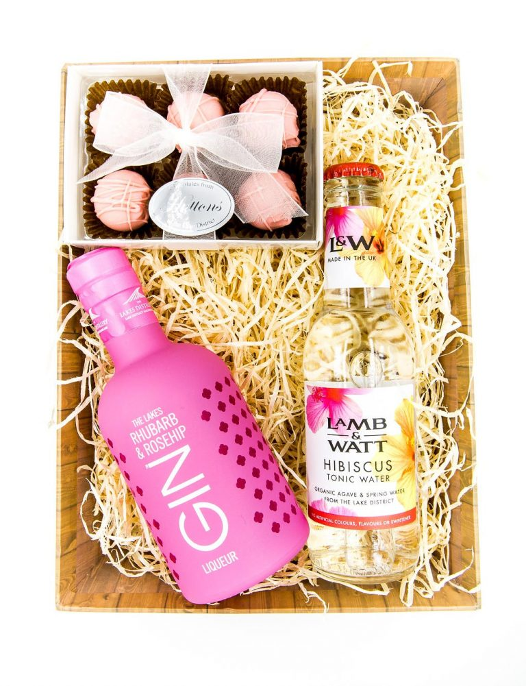 Rhubarb and Rosehip gin and tonic hamper