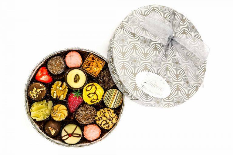 small round luxury chooclate box